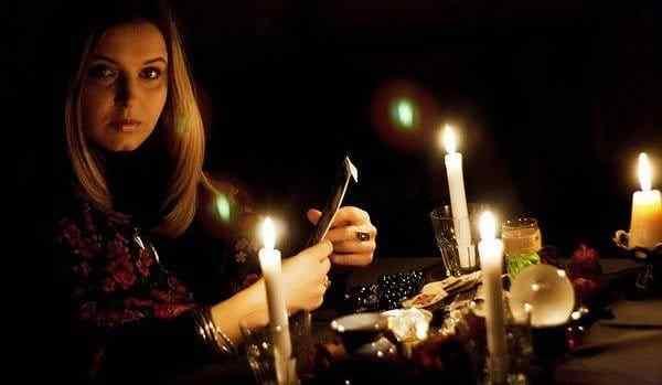 Приворот по фото со свечами