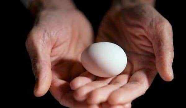 Снятие порчи яйцом 1448960199_vykatyvanie-yaycom