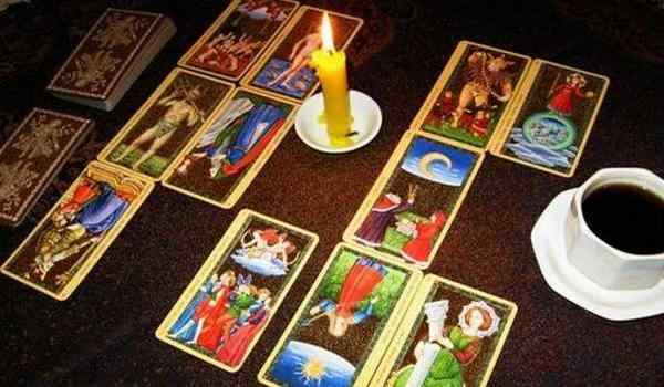 Plot on the cards: clearing the deck, enhancing the truthfulness of divination