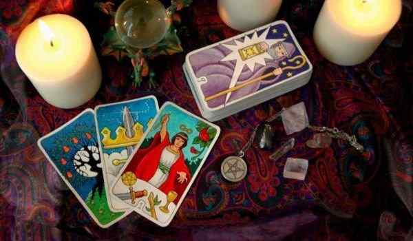 Divination by three tarot cards - interpretation of raslada