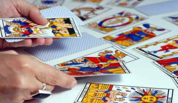 Tarot divination on the situation and its outcome