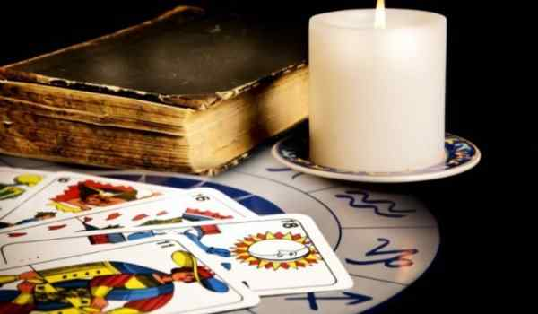 Divination by the Tarot cards at work and business relationships