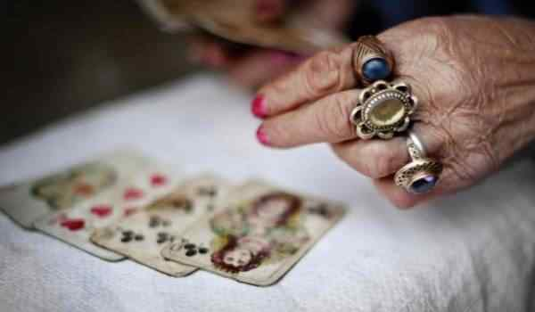 Gypsy fortune-telling on playing cards - an alignment on fate and kings