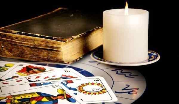 Гадание на вечер: игральными картами, трактовка по мастям