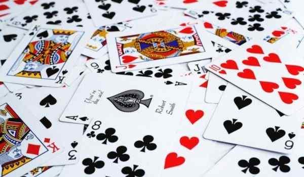 Гадание на чувства, отношение к вам и мысли любимого: выполнение расклада, на игральных картах, толкование