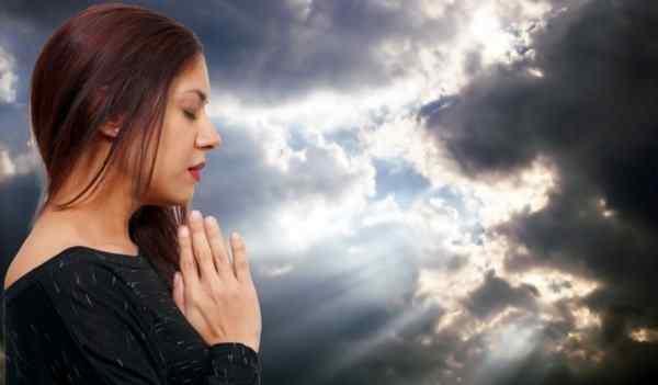 Как вернуть мужа или жену в семью молитвами: подготовка к молитве, варианты молитв