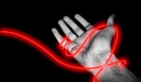 Молитва, чтобы завязать красную нить на запястье – каббалистический оберег