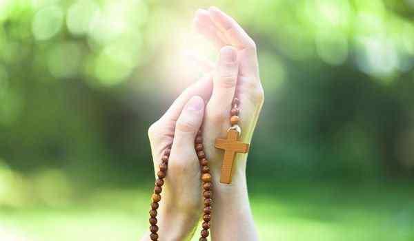 Поминальная молитва о усопших: текст на русском языке, еврейская молитва Кадиш