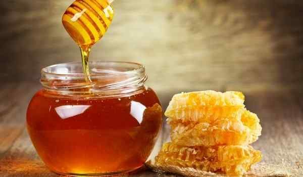 Dream interpretation, why dream honey: honeycombs, in a jar, honey and bees in a dream