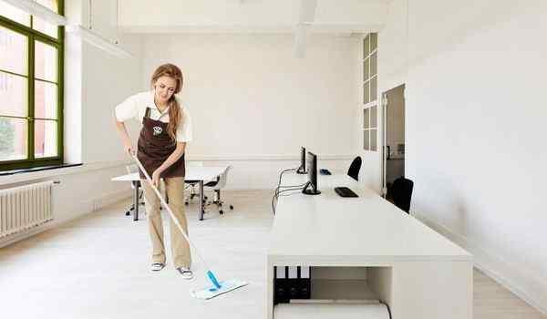 Dream interpretation, what dreams dream of washing floors: a girl, a man, washing floors in a house in a dream