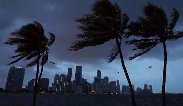 Dream interpretation, what dream hurricane: a tornado, a tornado, a strong hurricane outside the window in a dream