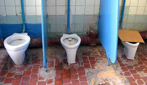 Dream, what dreams of toilet: public, dirty, toilet on the street in a dream