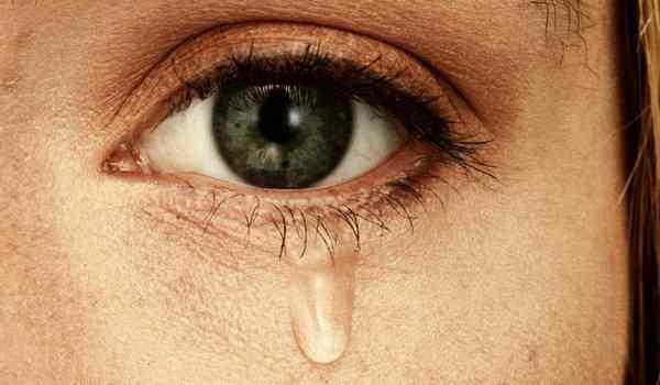 Why do tears dream: bitter, salty, alien, many tears in a dream
