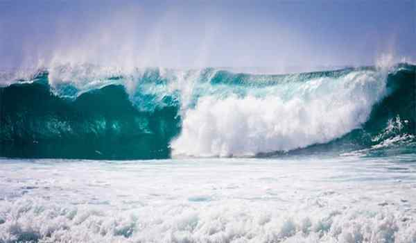 Why dream of a tsunami: in the city, at sea, to run away from the tsunami in a dream