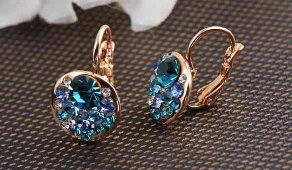 Why dream of earrings: gold, with stones, to find earrings in a dream