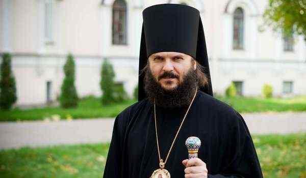 What dreams of a priest: in black, in a cassock, priest priest in a dream