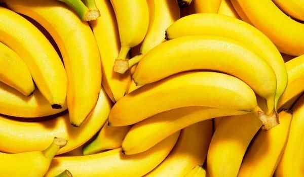 What dreams of bananas: yellow, woman, a lot of bananas in a dream