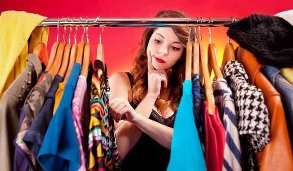 Выбирать платье во сне