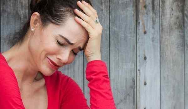 Приснилась плачущая женщина